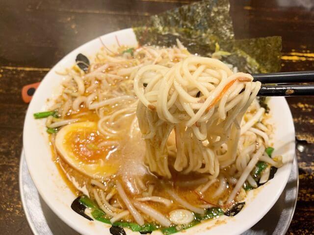 「らーめん おっぺしゃん」もやしのシャキシャキ食感がクセになる担々麺。ランチタイムはライス・替めし無料。熊本・新市街(下通り)/担々麺・ラーメン