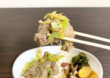 「つけ麺 魚雷」スタミナ満点の『スパイス香るしょうが焼き弁当』をテイクアウト。クオリティーの高さに衝撃です!熊本・上通り/お肉